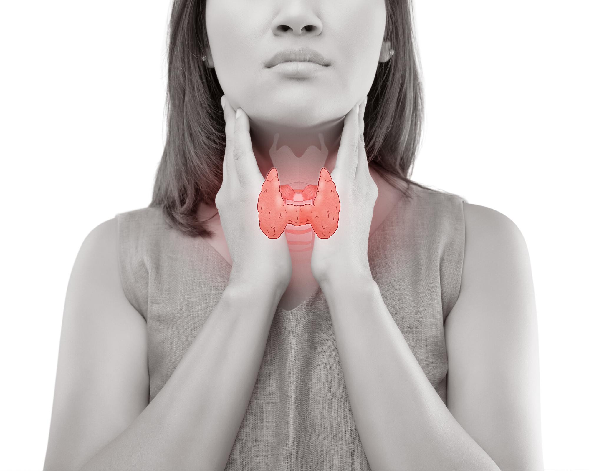 Women clenching her thyroid